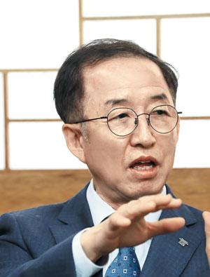 김사열 위원장, 조선일보 인터뷰 사진