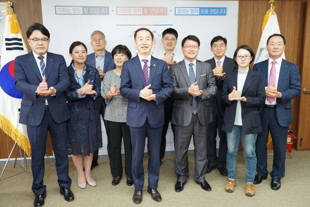 국가균형발전위원회 김사열 위원장 국민들, 의료진들 감사 응원 사진