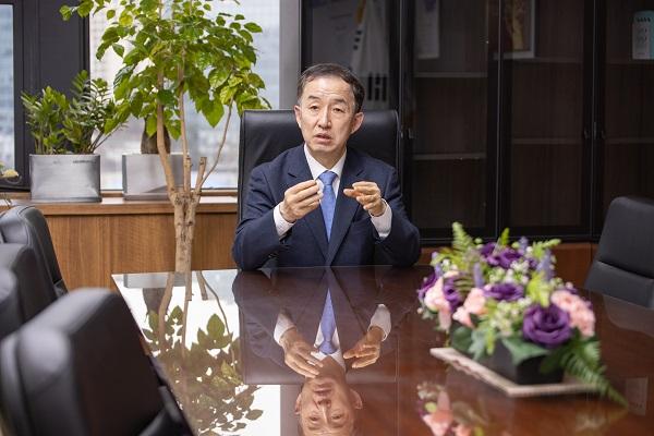 김사열 위원장 KLJC와 공동 인터뷰 중 사진